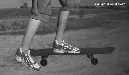 Where to Stand on a Skateboard - 3 Ways to Avoid Falling Off